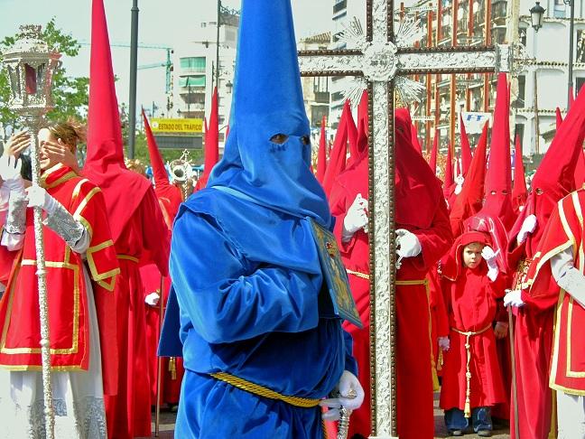 Trendy Málaga: Der schwarze Abt in confession blue. Und für die Kleinen gibt's Frühbüßer-Rabatt. (Foto: Munich Globe Bloggers)