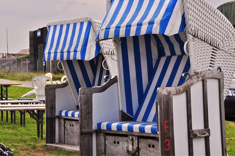 """Und der Haifisch hat 'ne Fahne: Borkums Jever-Hafen """"Mackie Messer"""" (Foto: Munich Globe Bloggers)"""
