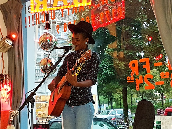Grace, Wind & Fire: The sublime performance of Tamara Weber-Fillion @ Traffic Bar, Munich (Foto: Munich Globe Bloggers)