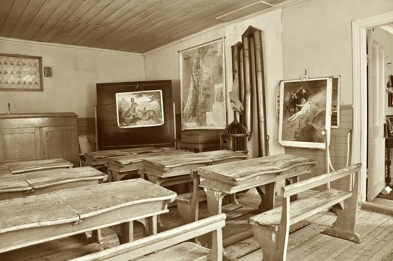 Old School Travelling: Reisen wie bei Urgroßmuttern. Mit Papierfliegern und Analog-Notebook. Der Mega-Geheim-Trend 2015. (Foto: Munich Globe Bloggers)