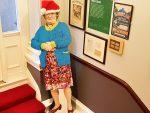Santa Claus is coming to Town: skeptisch, investigativ und mit Haut und Lockenwickler der Aufklärung verschrieben (Foto: Munich Globe Bloggers / The Little Museum of Dublin)